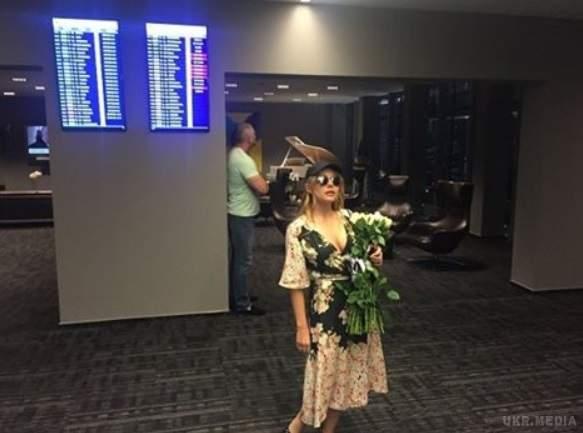 Тина Кароль прилетела в Юрмалу, где будет выступать на той сцене, с которой началась ее карьера.