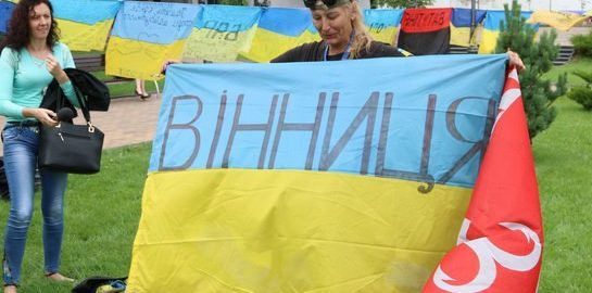 В центре Винницы развернули 187 флагов с пожеланиями мира в Украине.