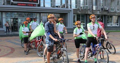 У Вінницю приїхали незрячі люди на велосипедах-тандемах