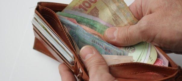Рада повысила минимальную заработную плату до 3200 грн