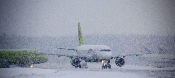 """Аэропорт """"Борисполь"""" из-за непогоды приостановил обслуживание рейсов, """"Жуляны"""" меняют расписание"""