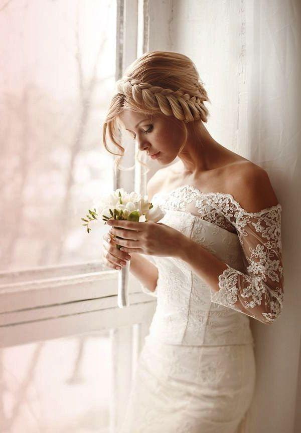 Семь актуальных свадебных причесок