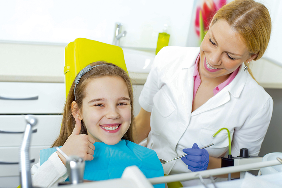 Первый визит к стоматологу: как подготовить ребенка