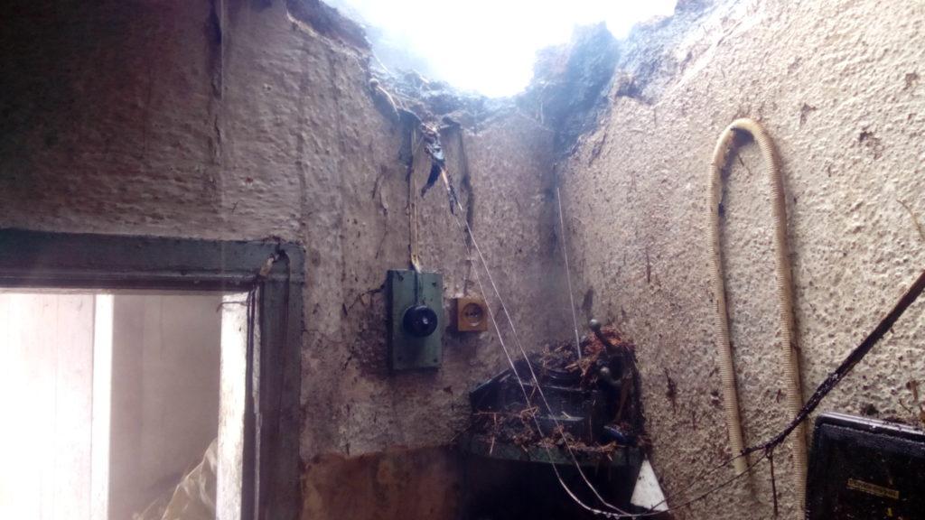 На Винниччине из-за замыкания сети загорелось здание