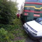 В Виннице на железнодорожном переезде легковушка столкнулась с локомотивом
